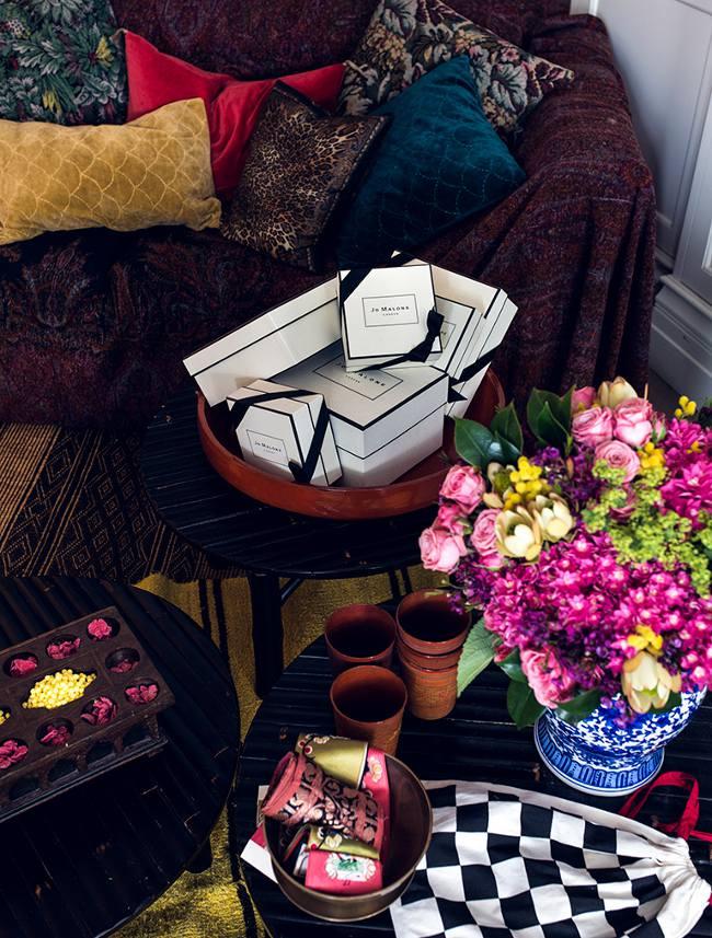 living in the shop. Black Bedroom Furniture Sets. Home Design Ideas