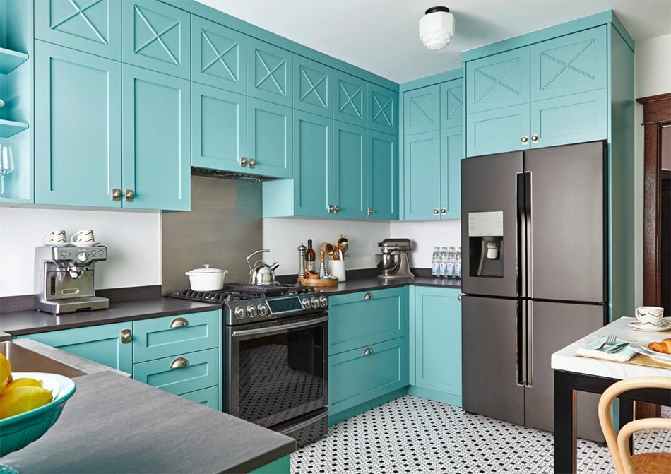 Bold colour and wallpaper in a kitchen