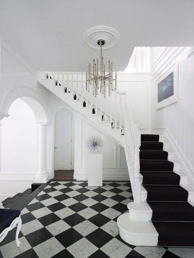Foyer flooring inspiration black white checkered tile - Elle decor natale ...