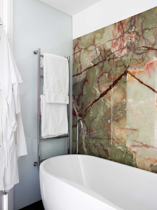 Etonnant Looking For A Way To Add Drama To A Small Bathroom? How About Using Some  Incredibly Beautiful Green Onyx On The Walls. *SWOON* Via Nuevo Estilo.
