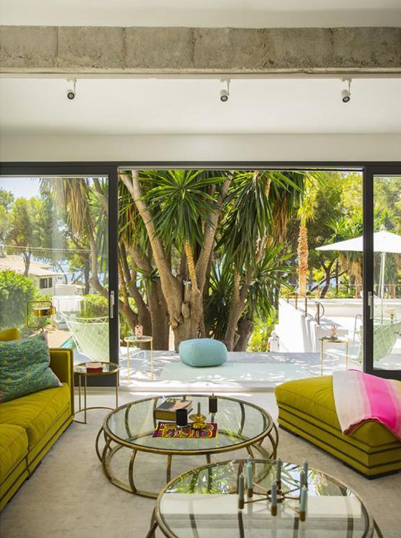 midcentury bungalow in Spain