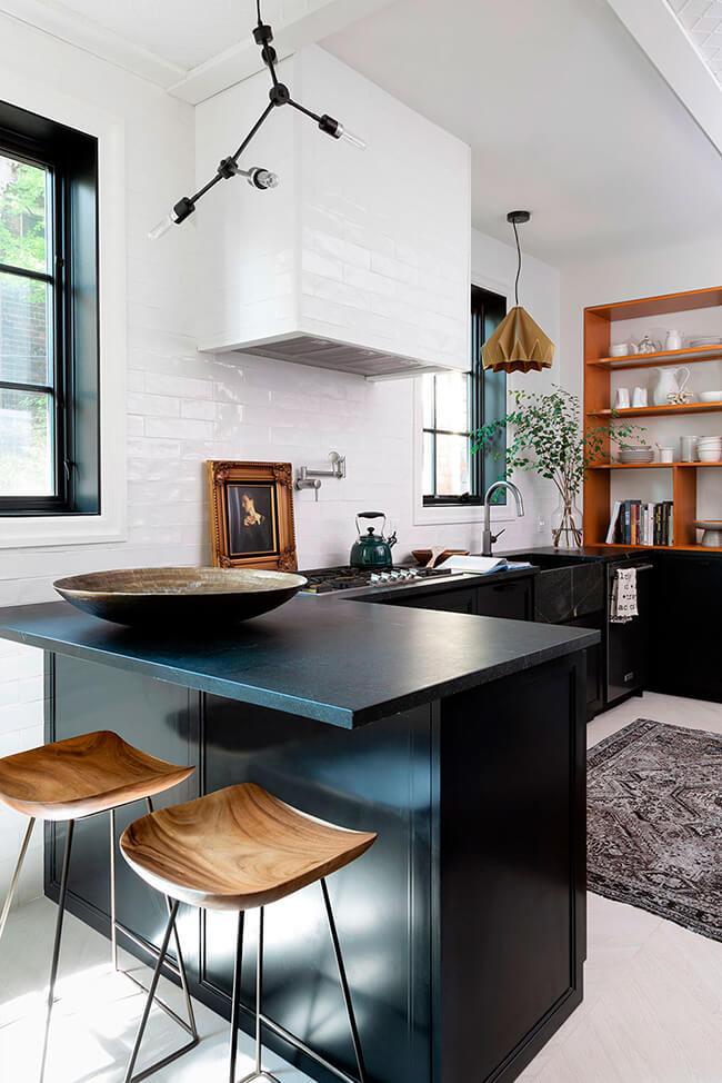Uma cozinha em preto e branco atemporal 9